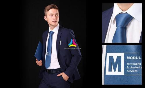 галстук с логотипом